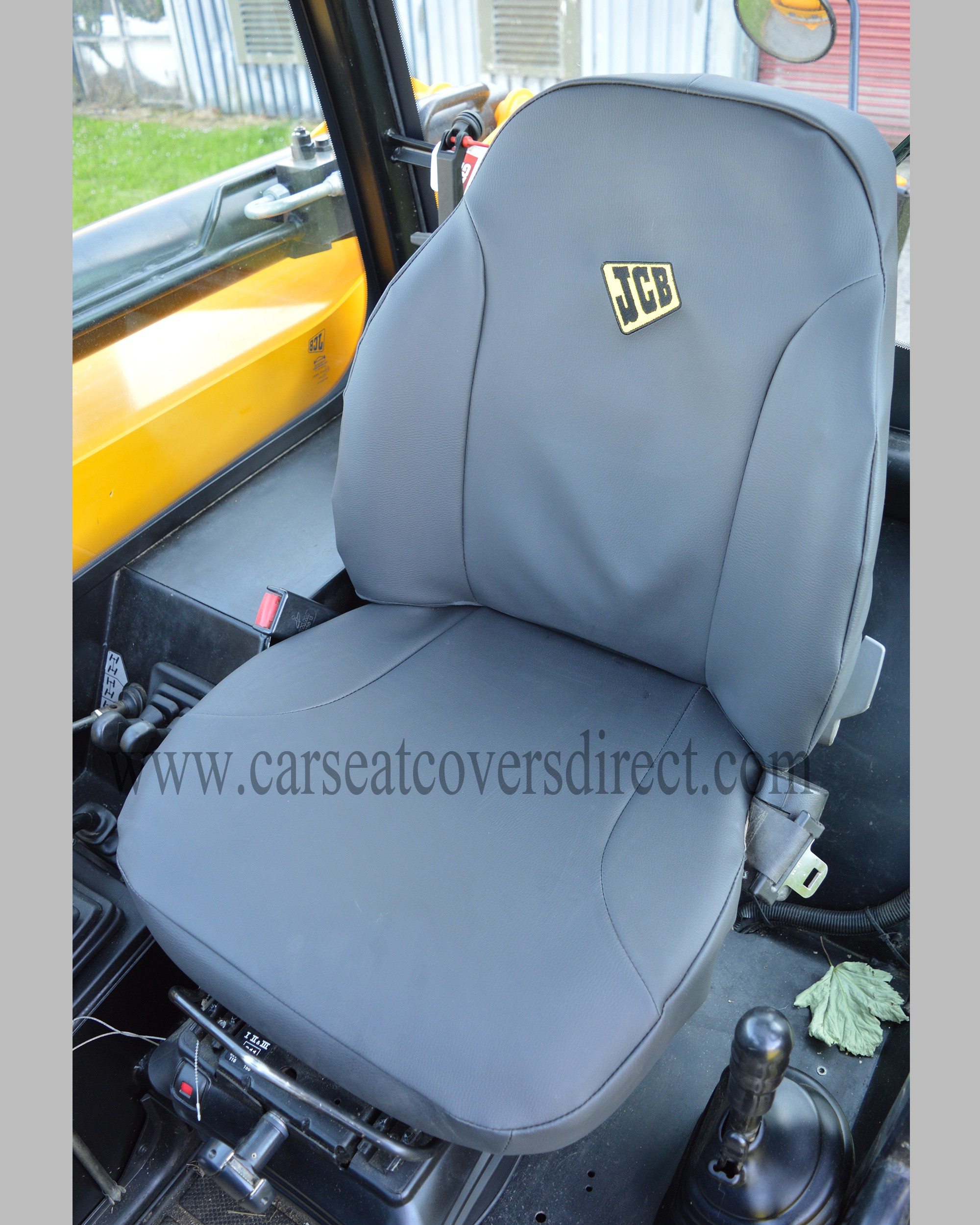 JCB 535-140 telescopic seat with grey leatherette seat cover
